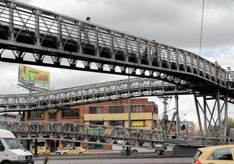 Fotografía puente típico metálico de la Capital Bogotá D.C.