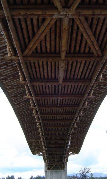 Fotografía estructura inferior del puente.