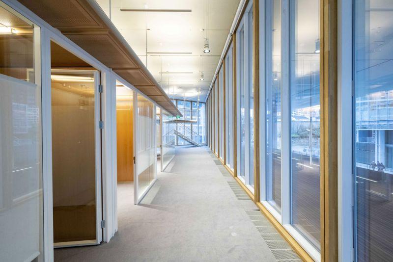 arquitectura maison de l´ordre des avocats accoya foto interior muro cortina