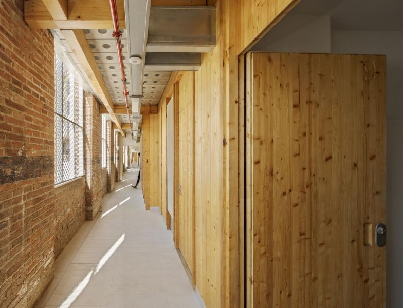 arquitectura_y_empresa_Roldan-Berengué_corredor