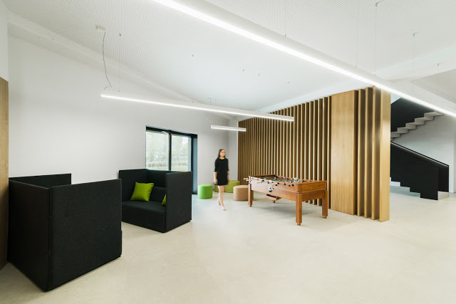 arquitectura y empresa_Ruben Muedra_Oficinas Idai_muebles