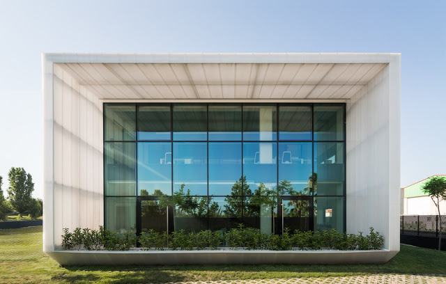 arquitectura y empresa_Ruben Muedra_Oficinas Idai_testero frontal