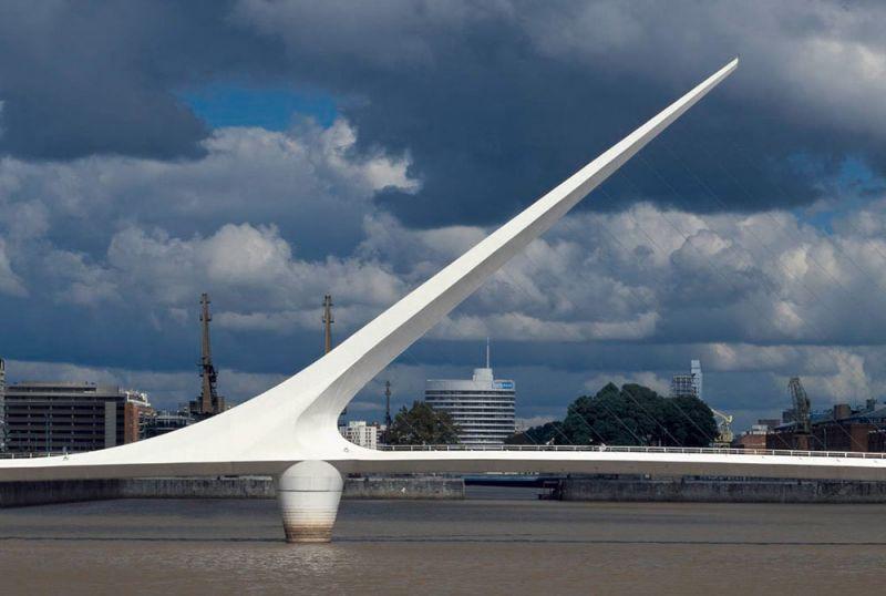 arquitectura mástil inclinado de 34 metros de alto puente de la mujer