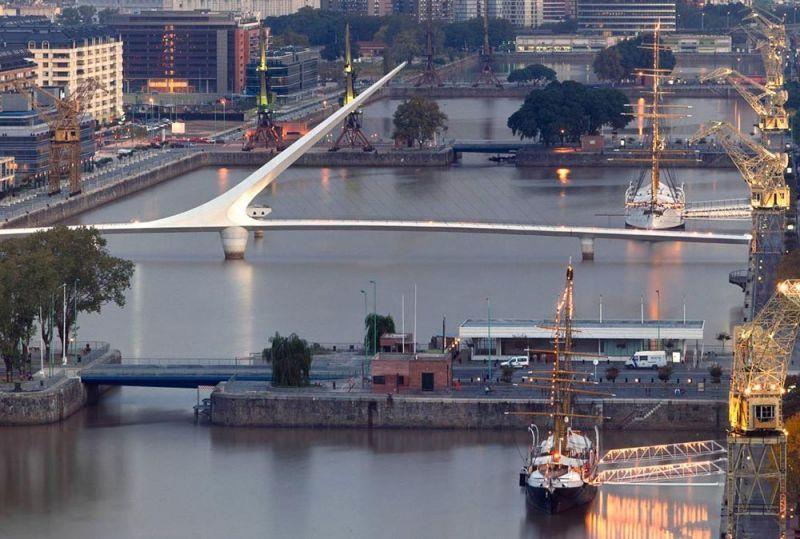 arquitectura une las plazas este y oeste a la altura del dique 3 puente de la mujer
