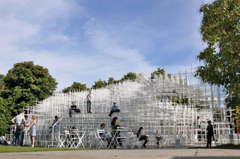 Serpentine Gallery Pavilion. Sou Fujimoto, 2013. La estructura y el espacio trabajan al unísono ofreciendo múltiples espacios