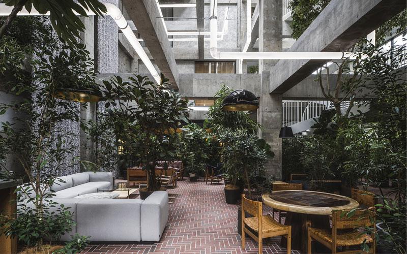 Arquitectura y Empresa, Japón, Japan, hotel, diseño, proyecto de renovación, Maebashi, Gunma Prefecture, Sou Fujimoto Architects, Katsumasa Tanaka, Shinya Kigure, obras de arte, diseño interior
