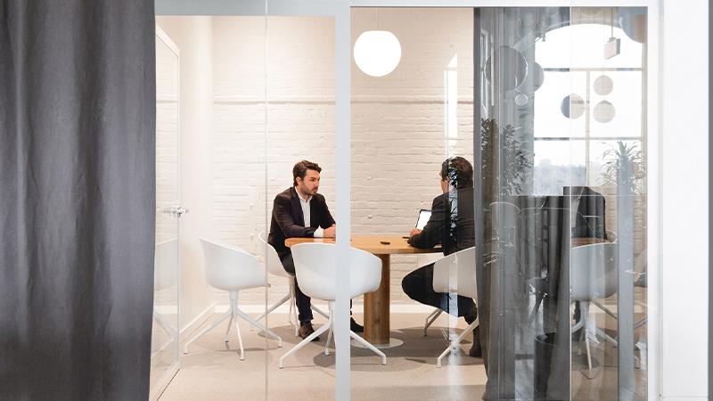 Arquitectura y Empresa, diseño de oficinas, diseño de interiores, interiorismo, interior, arquitectura interior, Canadá, Montreal, espacios de trabajado, Atelier L'Abri, Vives St-Laurent, Raphaël Thibodeau fotografía, minimalismo, biofilia