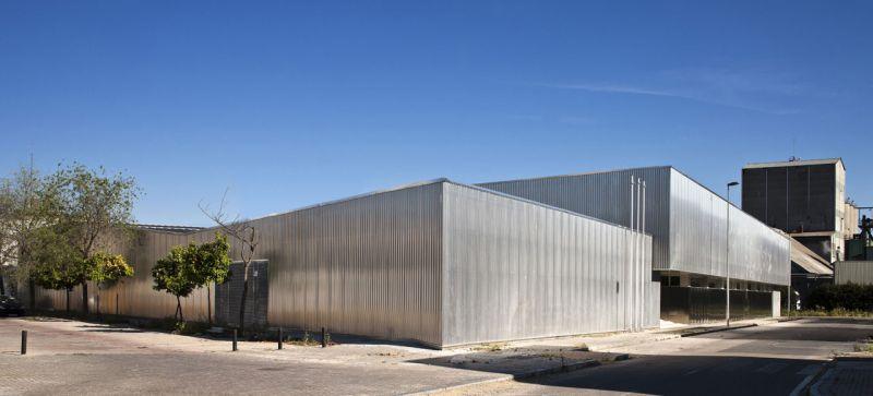 arquitectura unia arquitectos spee sevilla fachada piel aluminio microperforado