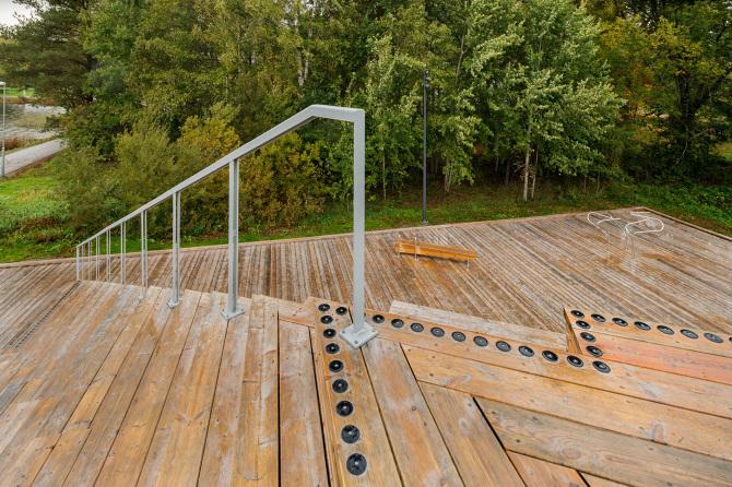 arquitectura_y_empresa_Tetraedern_pirámide escaleras