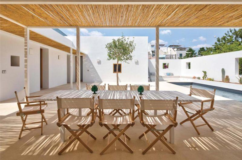 imagen del comedor al aire libre y techo de bambu