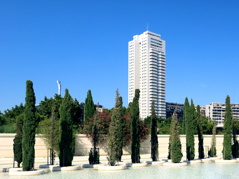 Torre de Francia, Perretta arquitectura