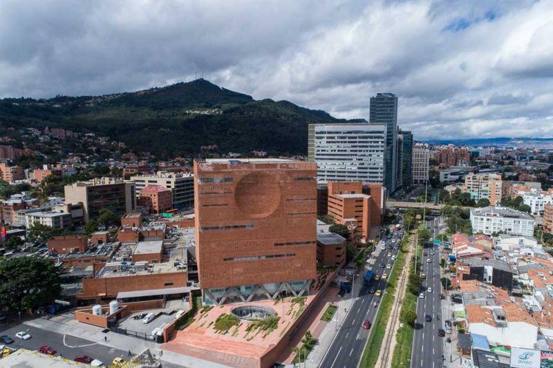 Fotografía urbanismo de la Clínica.