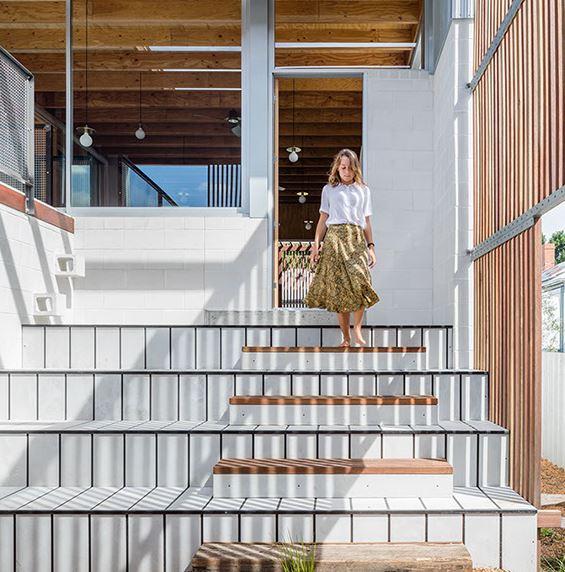 arquitectura_y_empresa_Vikky´s place_escalera