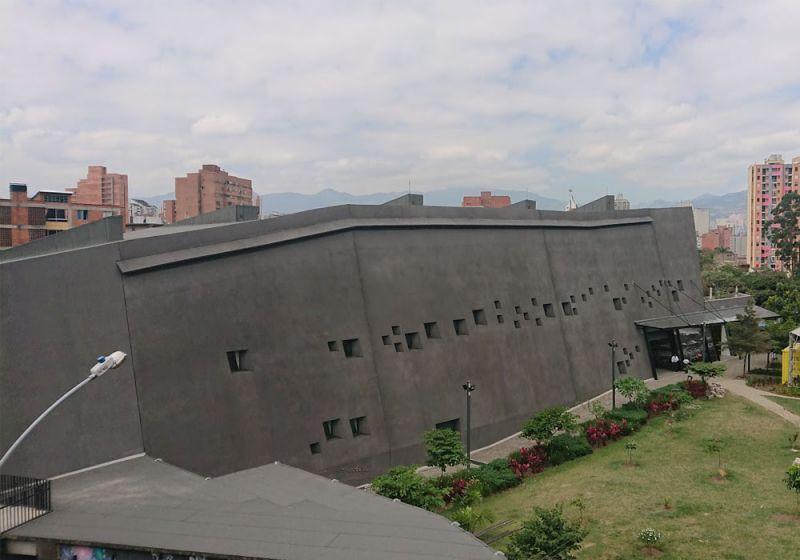Vista lateral del Museo Casa de la Memoria