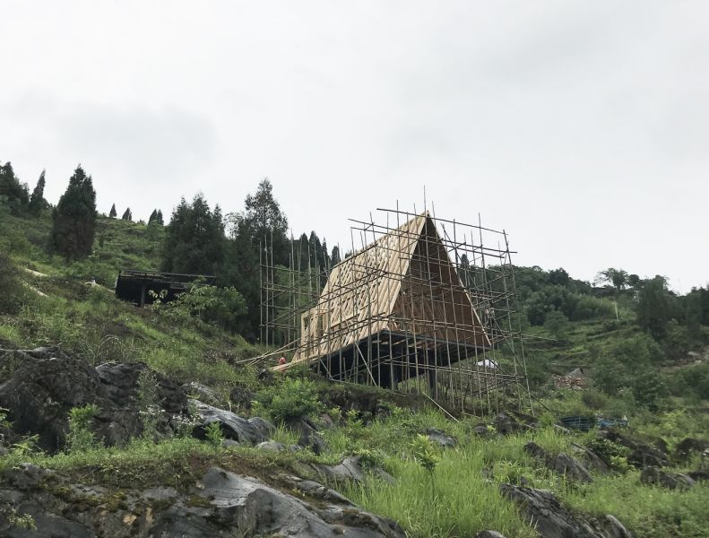 arquitectura y empresa_woodhouse hotel_cabañas  construcción