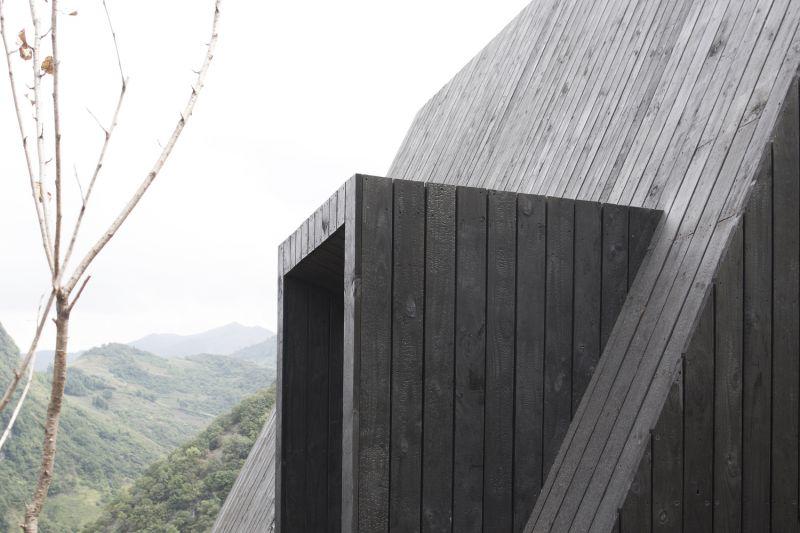 arquitectura y empresa_woodhouse hotel_cabañas det fachada