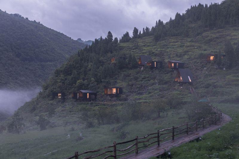 arquitectura y empresa_woodhouse hotel_camino acceso