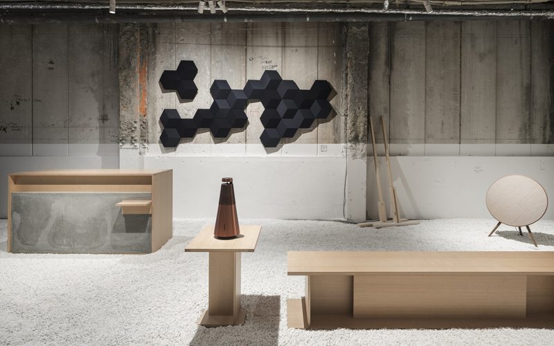 Arquitectura y Empresa, Kioto, Japón, espacio comercial, tienda, tienda pop-up, arquitectura efímera, Tomooki Kengaku, Yusuke Seki, Bang & Olufsen, madera tsuga