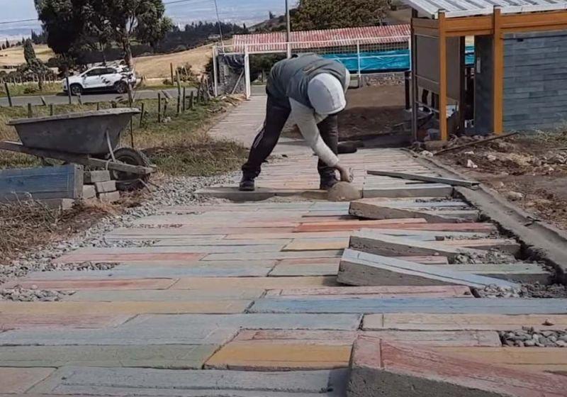 """Construcción del sendero de acceso con """"zetas"""""""