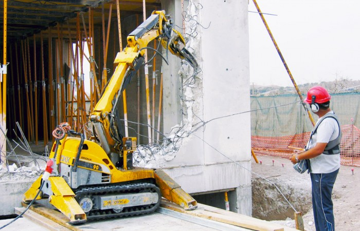 arquitectura y robótica_robot demolición