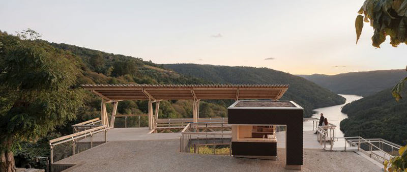 arquitectura y empresa, Accoya, Arrokabe Arquitectos, España, mirador, paisaje rural, arquitectura rural, diseño, madera, terraza, Lugo