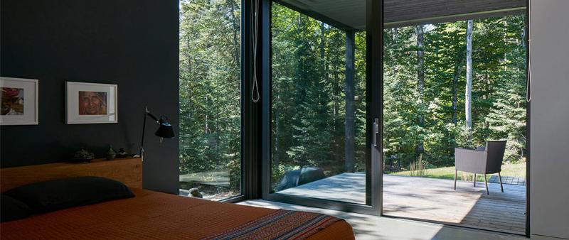 Paul Bernier, arquitectura, arquitecto, diseño, design, Canadá, casa, vivienda, cabaña, minimalista, lago, acero, madera, hormigón, vidrio, James Brittain, fotografía, Quebec, arquitectura y empresa