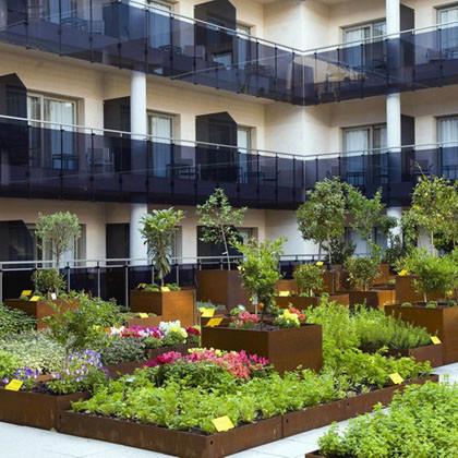 Huertos urbanos jardines comestibles ciudades for Jardines urbanos en terrazas