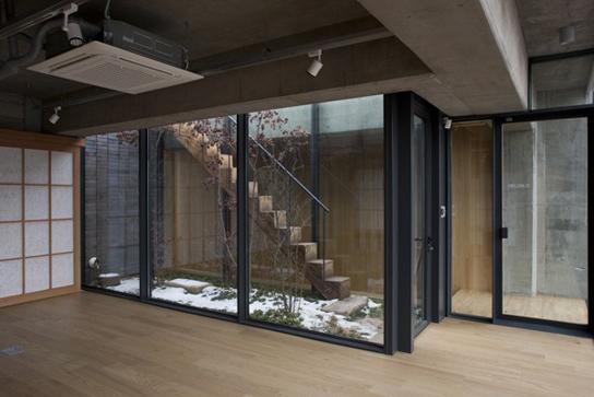 Celos a de ladrillo negro edificio monta a abc for Celosias para interiores
