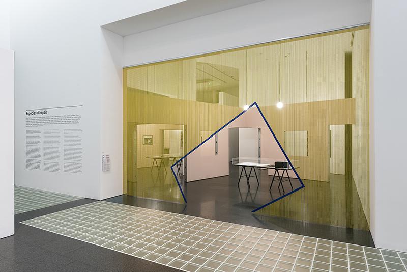 Esp cies d 39 espais nueva exposici n en el macba arquitectura for Espacios minimos arquitectura