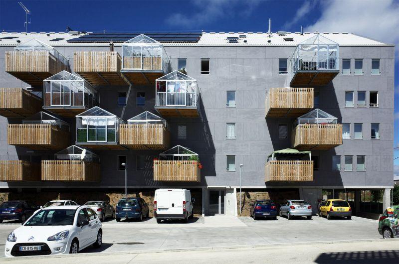Proyecto Radenn  Housing  con balcones de madera