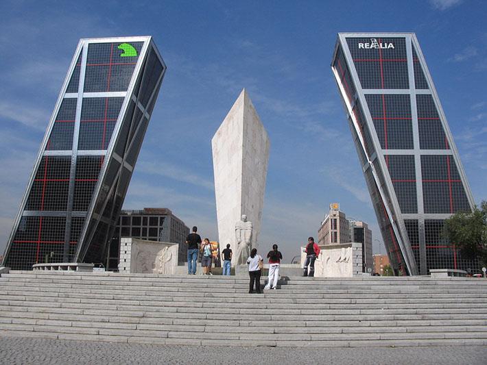 Philip johnson el primer premio pritzker de arquitectura - Torres kio arquitecto ...