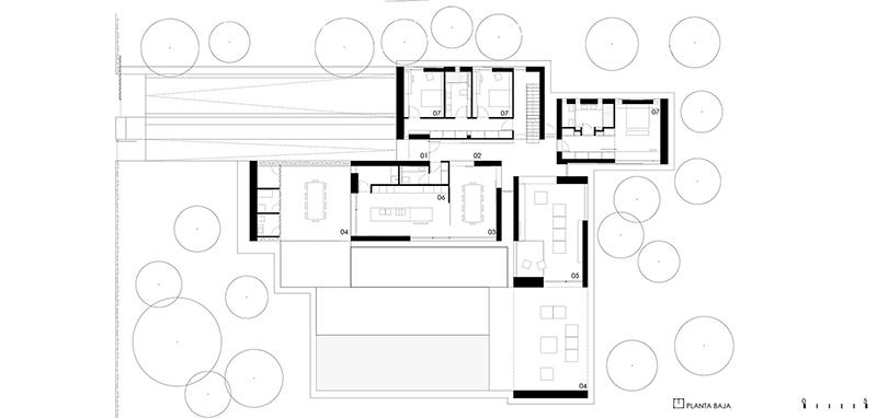 paleta de materiales y se utilizan como elementos de cierre en los porches la lmina de agua evoca una charca en la que queda reflejada la vivienda y