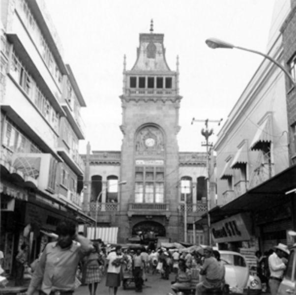 rquitectura_Antiguo_Mercado_de_la_Victoria,_Puebla,_México_ imagen mercado antigua b y n
