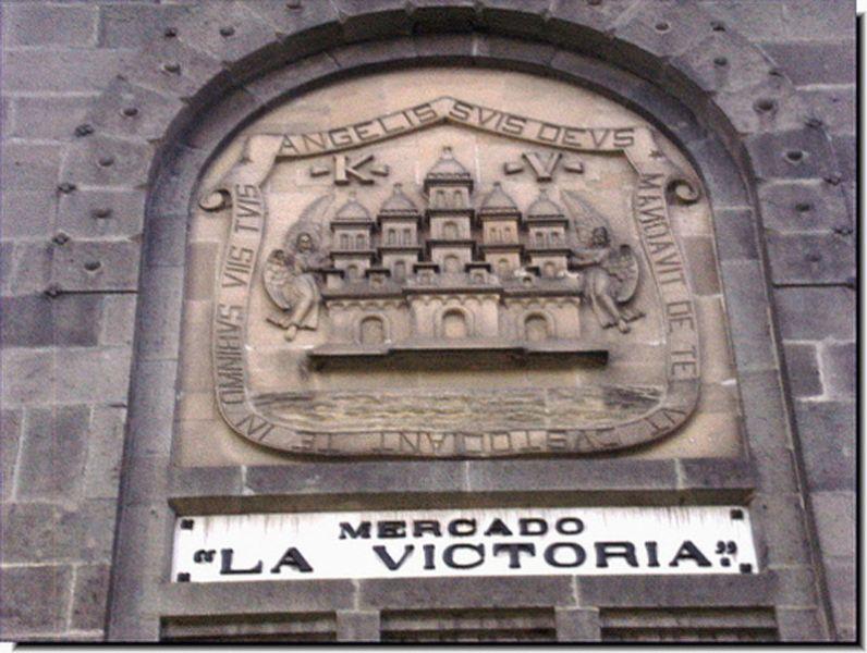 Arquitectura_Antiguo_Mercado_de_la_Victoria,_Puebla,_México detalle del escudo fachada