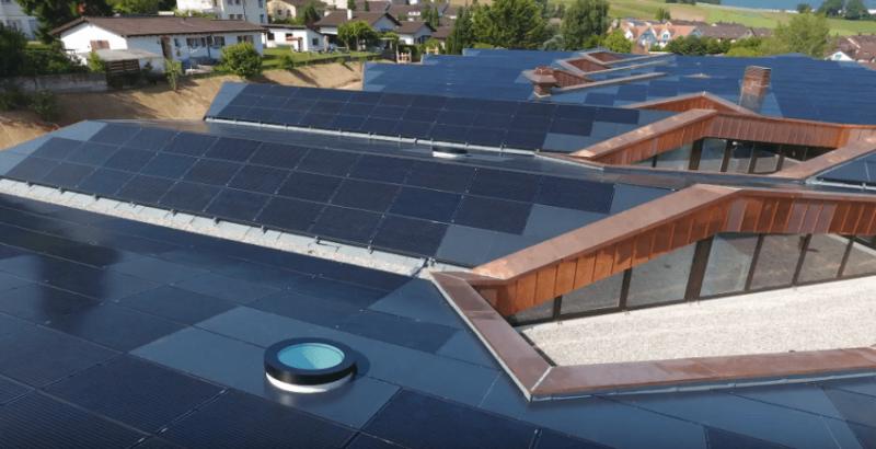 arquitectura sostenible_escuela Suiza_Skop_placas
