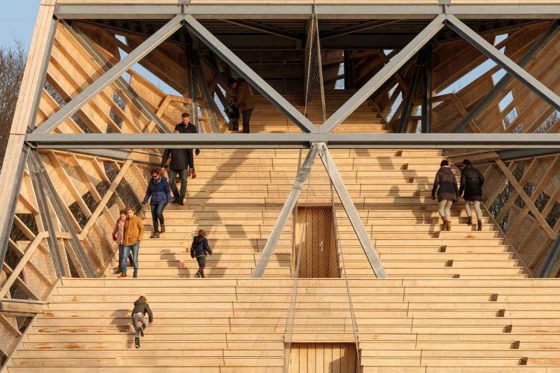 torre pompejus de accoya foto frontal escalera