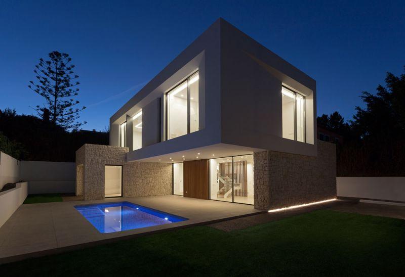arquitectura casa wedge antonio altarriba CHE fotografía de Diego Opazo exterior piscina nocturno