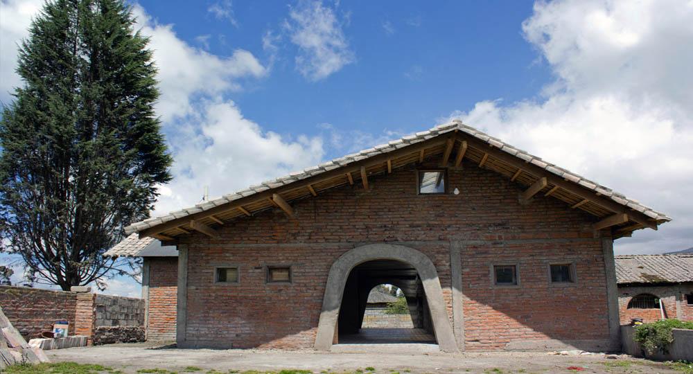 Arquitectura-rehabilitacion_-de-un-establo-ecuador_al_borde0000