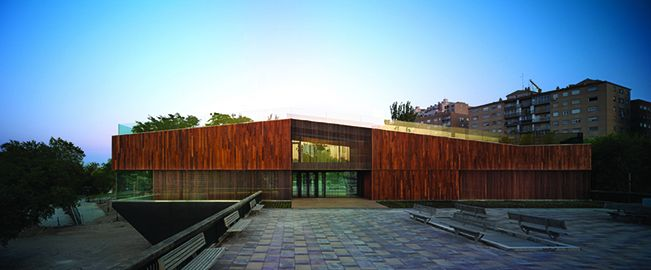 Centro Ambiental del Ebro en las riberas del Ebro (Zaragoza)