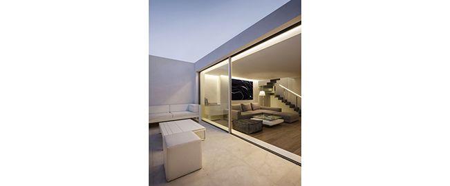 Una casa bajo el azul del cielo, Valencia