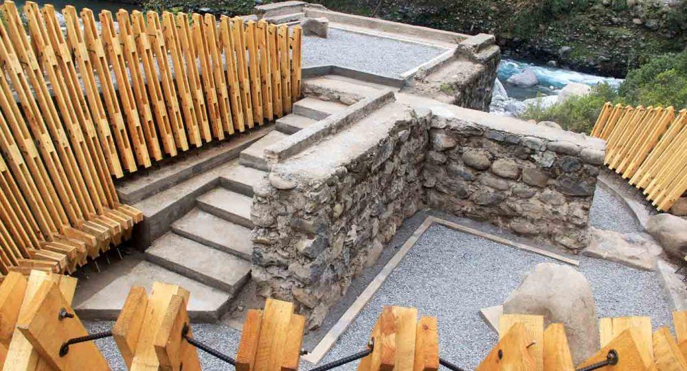 Memorial el Litre: Rescate de la ruina del puente en Los Queñes. Chile