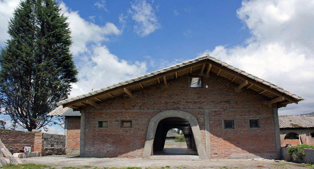 Rehabilitación de un establo abandonado  en Mocha. Tungurahua, Ecuador
