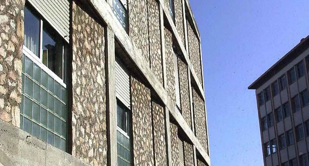 Edificio de viviendas y centro cívico en Barcelona, por Ararq Arquitectes