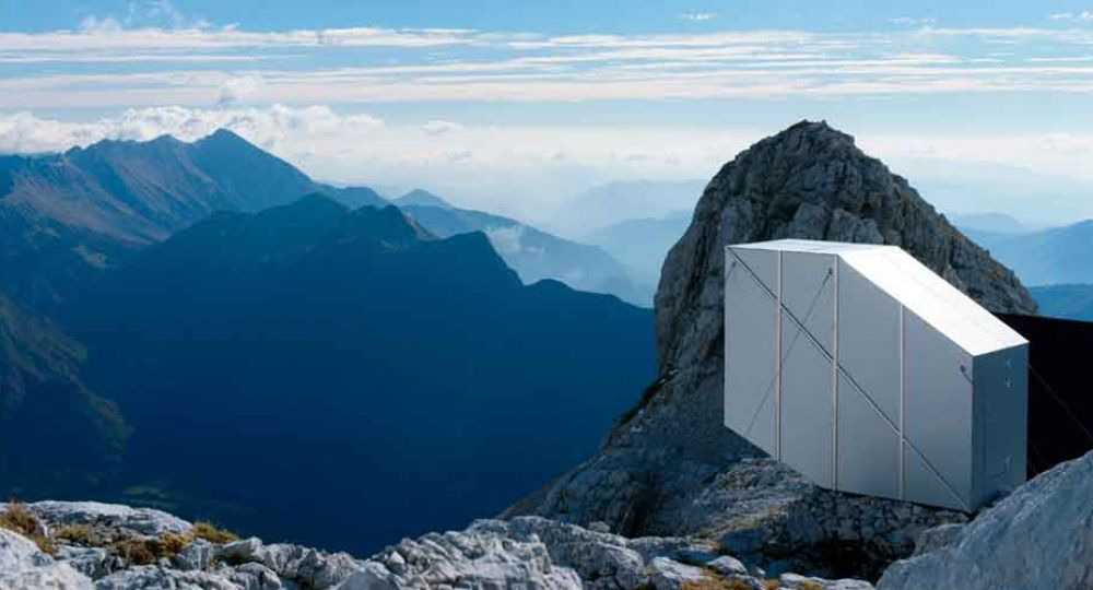 Refugio alpino en el monte Kanin, por OFIS Architects