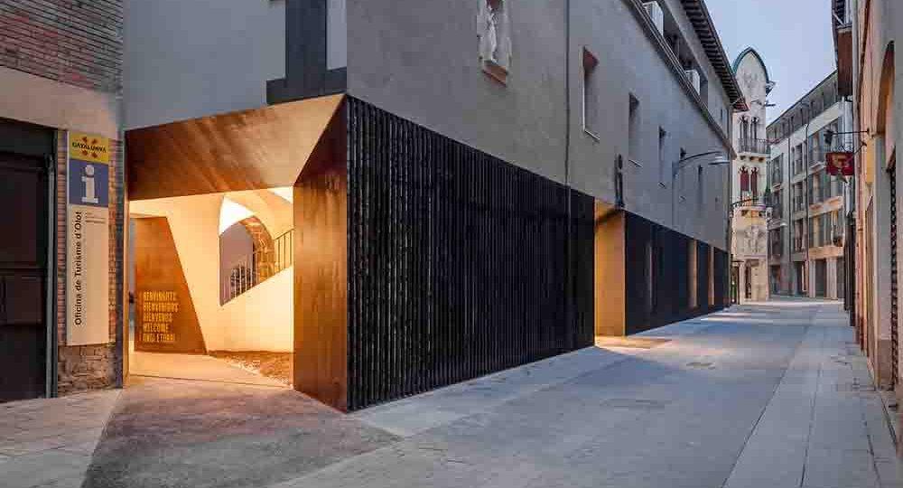 Oficina de turismo en Olot de Arnau estudi d'arquitectura