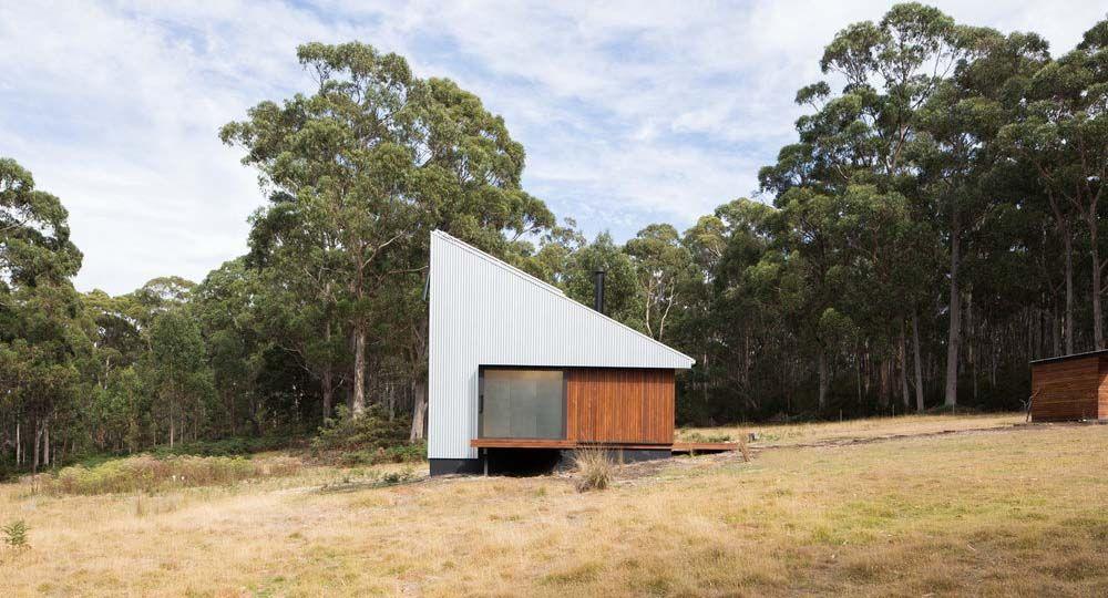 Arquitectura sostenible y espacios de retiro. Bruny Island Hideaway, una cabaña de veraneo de Maguire & Devine Architects.