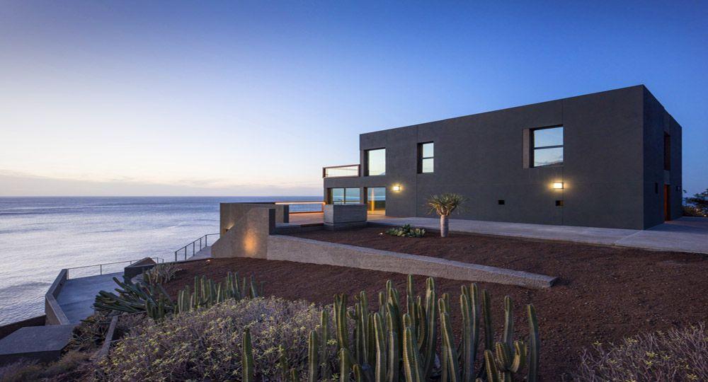 Casa en el Puerto de la Madera, Tacoronte. Rehabilitación hacia una integración paisajística.