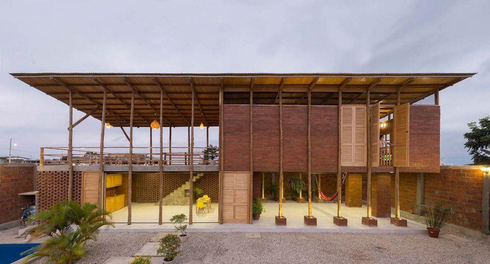 La Casa Zancos de Natura Futura Arquitectura: la artesanía local en la construcción