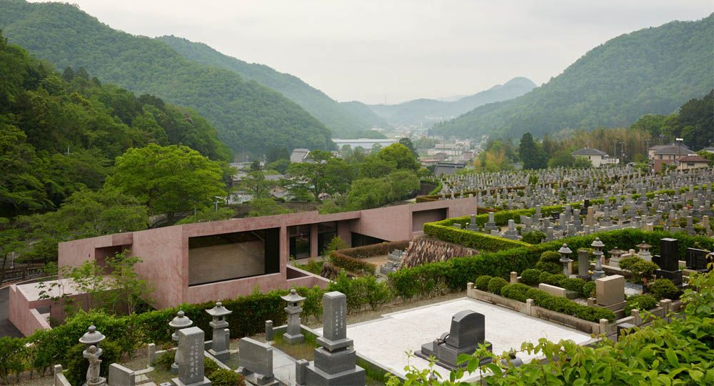 Capilla y Centro de Visitantes en Inagawa, un proyecto de David Chipperfield Architects