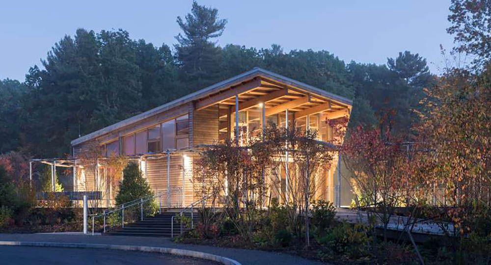 Arquitectura sostenible y eficiente en el Centro de visitantes de Walden Pond, Massachusetts. Maryann Thompson Architects.